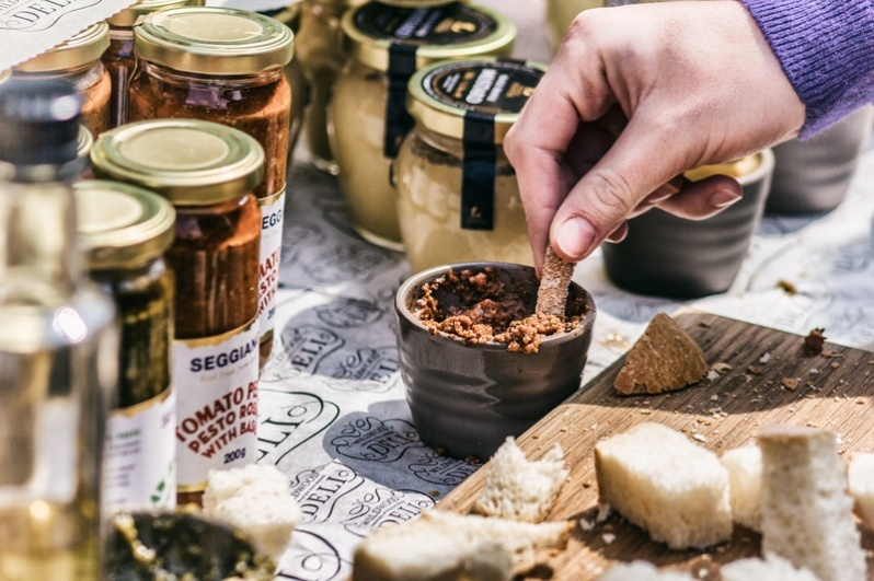 dip-meal-food-baking-bread-pesto-938454-pxhere.com.jpg