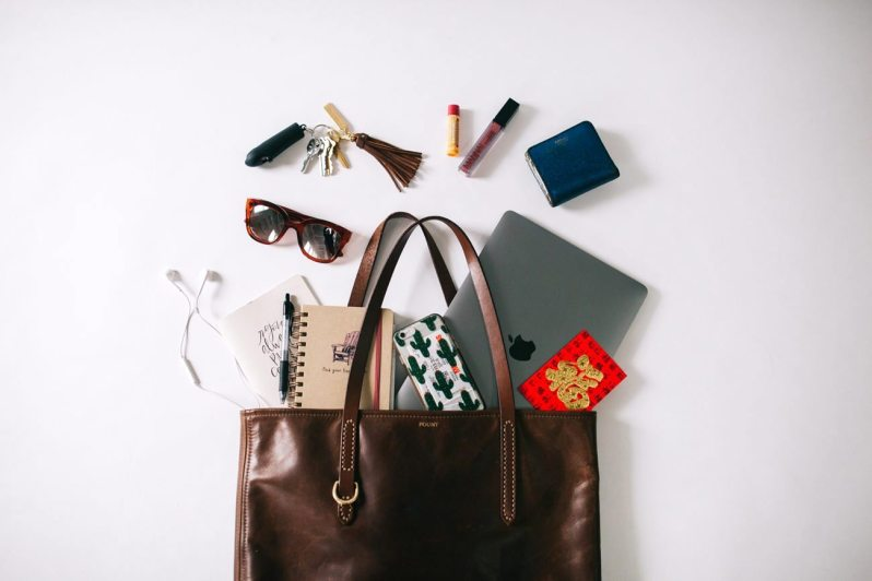 FEATURED-whats-in-my-bag-mel-1300x867