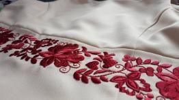 folklorní výšivka na šaty