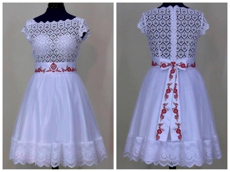 svatební šaty s prvky folklorní výšivky
